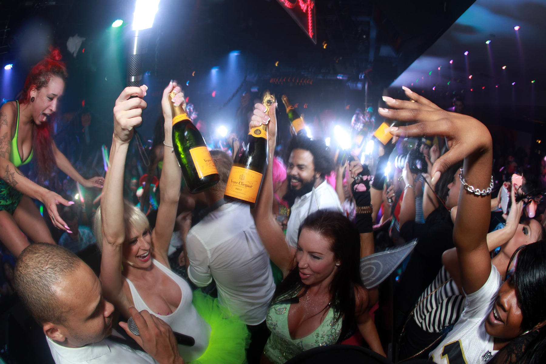 8 Keys To Bottle Service From A Girl