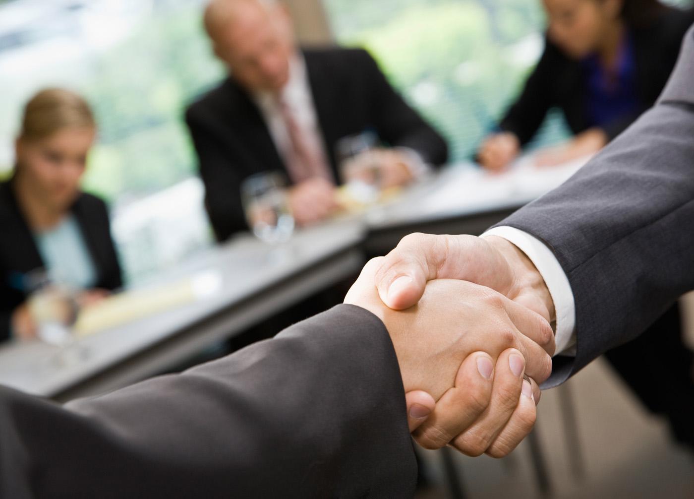 FreeGreatPicture.com-26261-cooperation-handshake